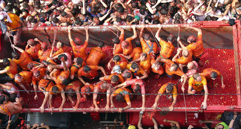 How did the Tomatina Festival become a world phenomenon